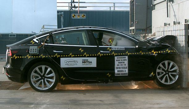 Tesla Model 3 on testien mukaan yksi maailman turvallisimmista autoista.