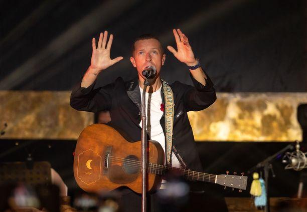 Coldplayn Chris Martin haluaa olla lähellä fanejaan myös kotikaranteenin aikana.