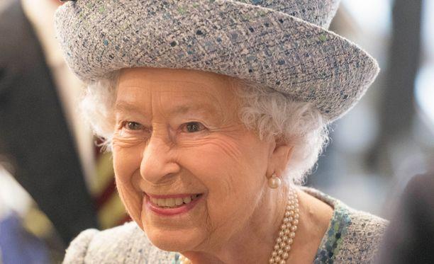 Kuningatar Elisbet etsii uutta työntekijää.