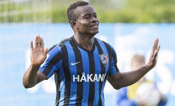 Vincent Onovo vaihtaa Interin sinimustan HJK:n sinivalkoiseen.