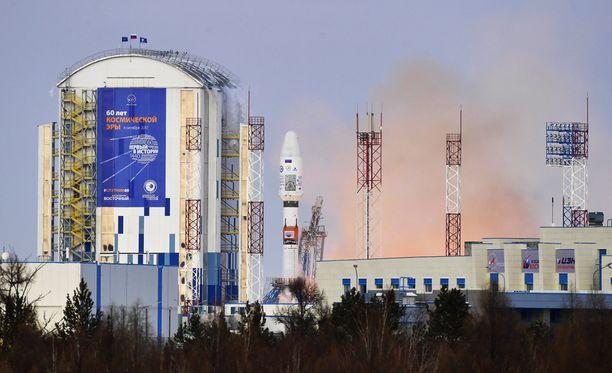 Vostotšnyin kosmodromin rakentaminen aloitettiin vuonna 2011. Rakennustyöt ovat vielä kesken. Keskuksen on tarkoitus työllistää 25 000 ihmistä.