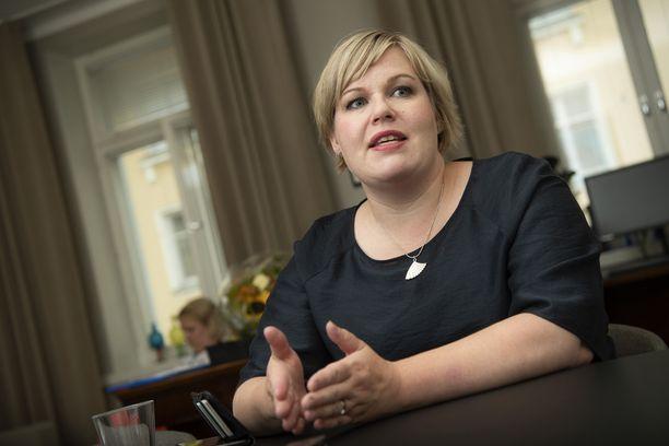 Anneli Saarikko (kesk) otti vastaan tiede- ja kulttuuriministerin tehtävät viime viikon torstaina. Samassa yhteydessä hän antoi haastattelun Iltalehdelle.