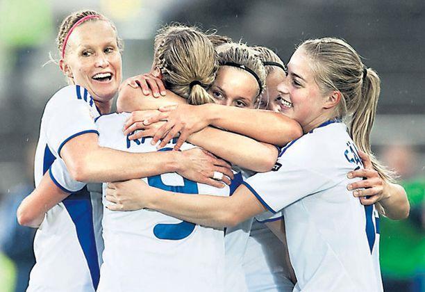 Suomen naismaajoukkueen otteet ovat upeata seurattavaa niin kentällä kuin sen ulkopuolellakin. Osallistu äänestykseen!