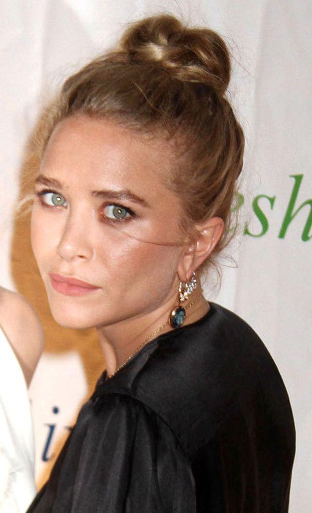 Tyyli-ikoni Mary Kate Olsenin rento nuttura sopii juhlaankin.