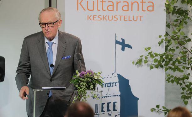 Martti Ahtisaari oli Kultaranta-keskusteluiden pääpuhujana.