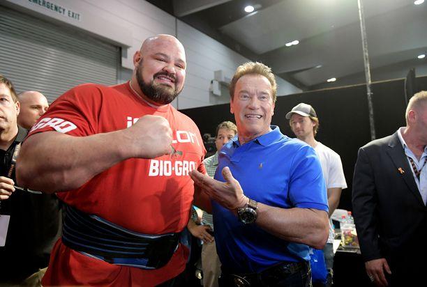 Brian Shaw (vasemmalla) tähdittää uutta voimamiehistä kertovaa tv-sarjaa.
