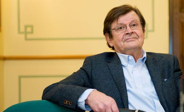 Heikki Kinnunen on ollut eläkkeellä viimeiset 8 vuotta, mutta tehnyt säännöllisesti teatteriesityksiä.