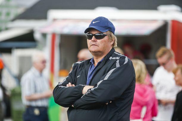 Seppo Räty, 57, toimii Suomen aikuisurheiluliiton keihäsvalmentajana.