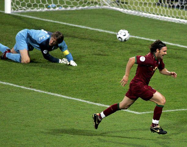 Portugalin Maniche pääsi yllättämään Edwin van der Sarin.