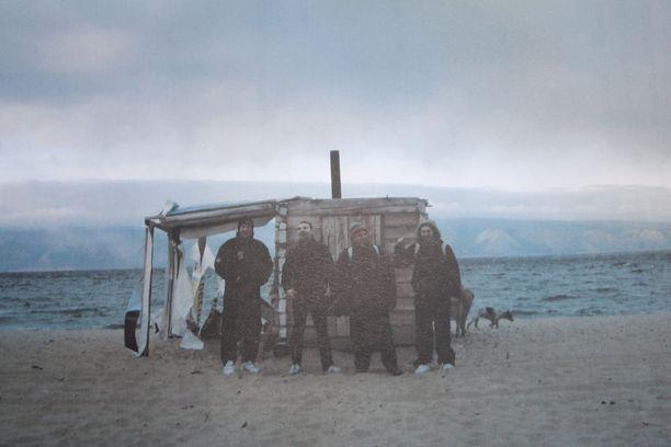Sauna lämpeni Baikaljärvellä yhdentoista asteen pakkasessa sadan asteen lämpöön.