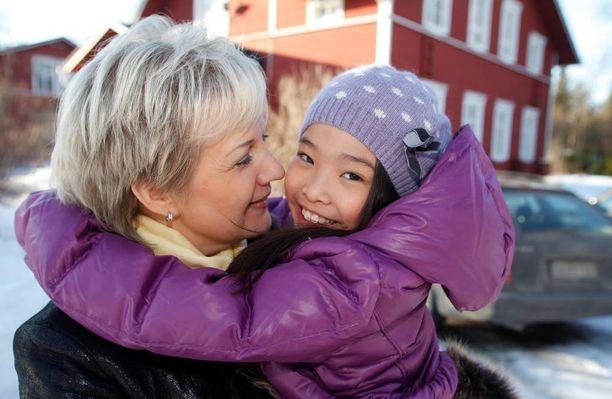 Suvi Lindén adoptoi tyttärensä vuonna 2007.