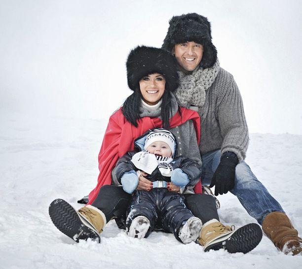 Joulun 2010 alla perhe näytti vielä näin onnelliselta.