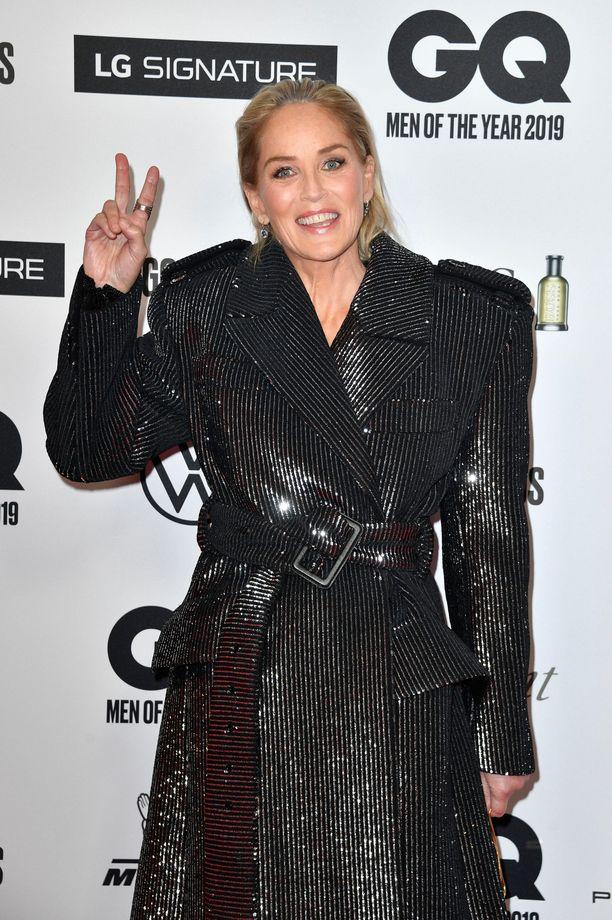 Sharon Stone esiintyi näin iloisena kameran edessä viime syksynä Saksassa.