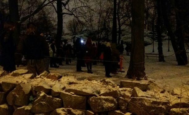 Mielenosoittajat oli ohjattu noin sadan metrin päähän Finlandia-talosta.