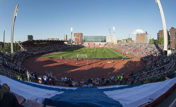 Osa Ratinan stadionin D-katsomosta asetettiin käyttökieltoon. Kuva Suomi-Ukraina-karsintaottelusta.