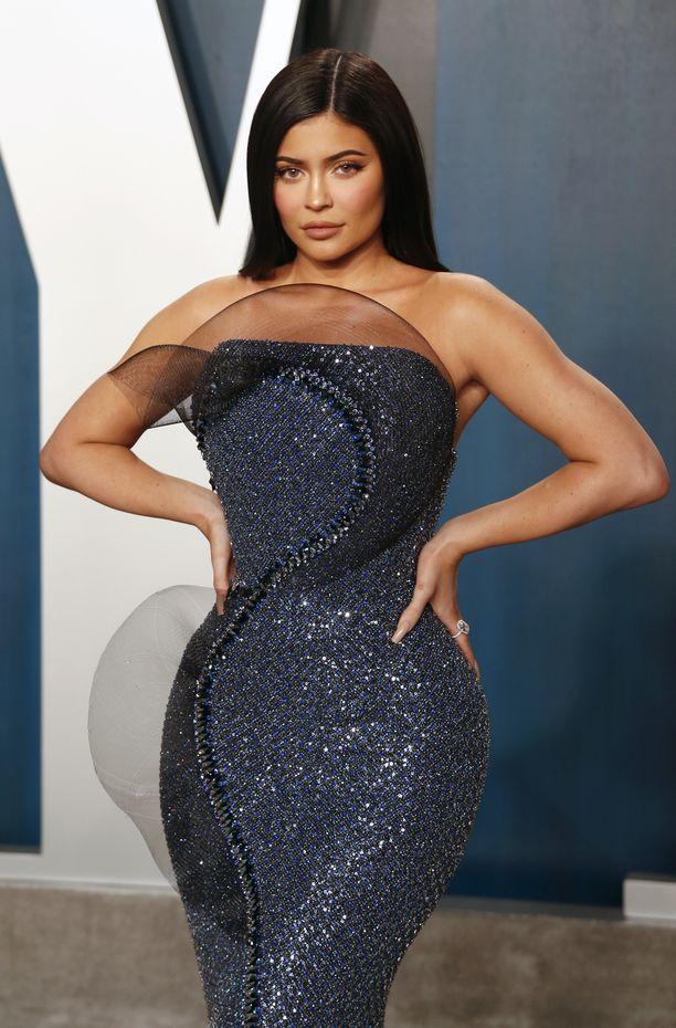 Ihmiset etsivät Kylie Jennerin somekuvista jälkiä kuvankäsittelymokista.