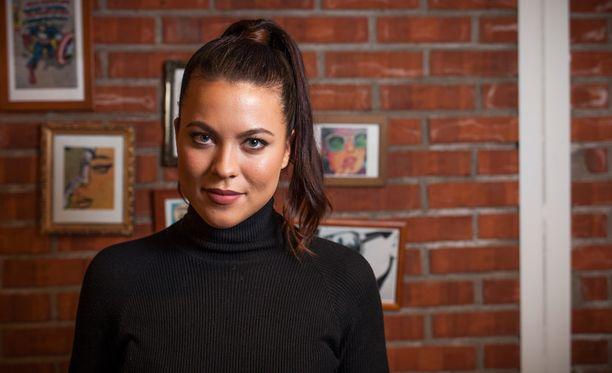Näyttelijä Oona Kare vieraili Putouksessa.
