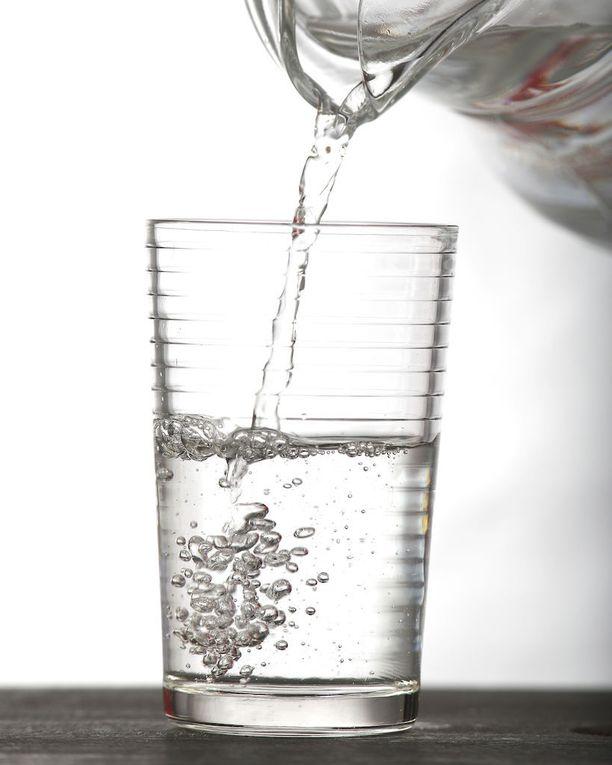 Aamulla kylmä veden voi maustaa sitruunalla tai greipillä.