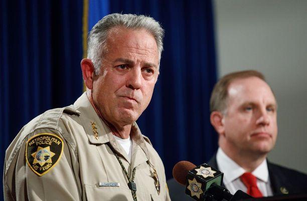 Sheriffi Joseph Lombardo ei saanut tukea kommenteilleen FBI-pomo Aaron Rouselta (taustalla).