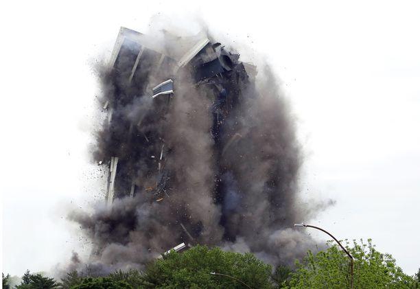Teräksinen Martin Tower meni kasaan 16 sekunnissa.