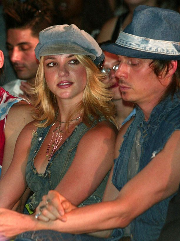 Britneyn denim-tyylinäyte vuodelta 2002.