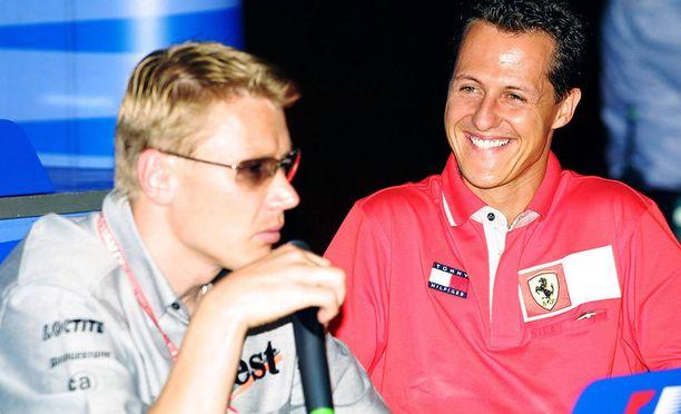 Mika Häkkisestä ja Michael Schumacherista tuli armoton kaksintaistelupari formula ykkösiin. Keskinäinen kunnioitus kuitenkin säilyi tiukasta kilpailusta huolimatta.