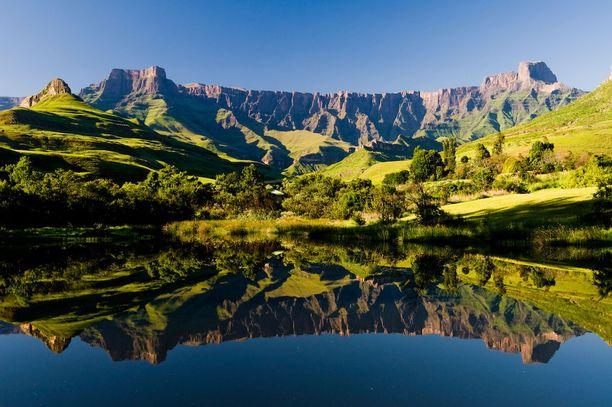 Luonnon muovaama massiivinen amfiteatteri Etelä-Afrikassa.