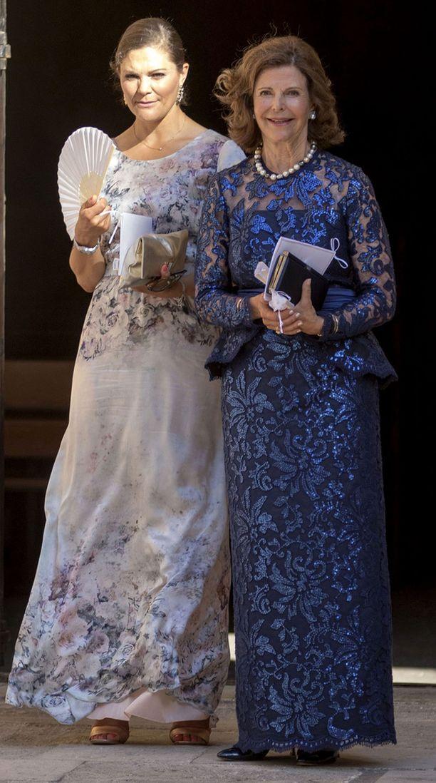 Victoria ja Silvia lähes varastivat huomion hääparilta.