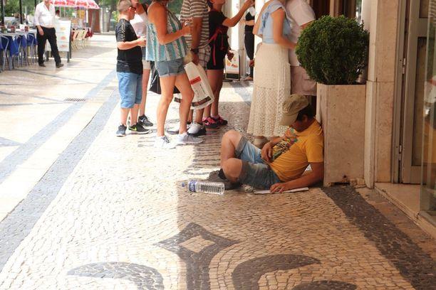 Helle on näännyttänyt paikkalaiset Lissabonissa.