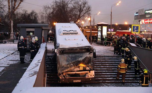 Kuljettaja vakuutti yrittäneensä kaikkensa bussin pysäyttämiseksi.
