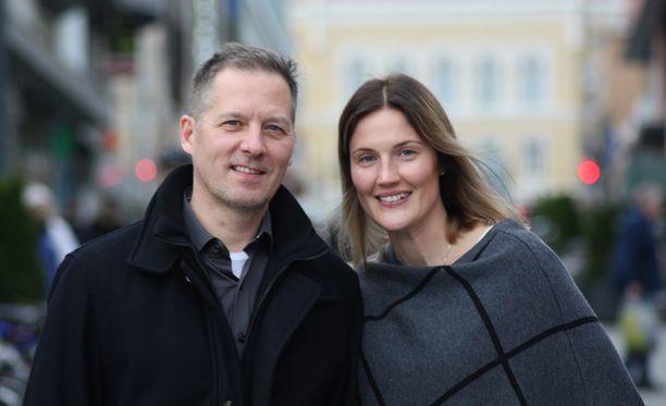 Ari-Pekka Siekkinen ja Emilia Nyström odottavat perheenlisäystä.