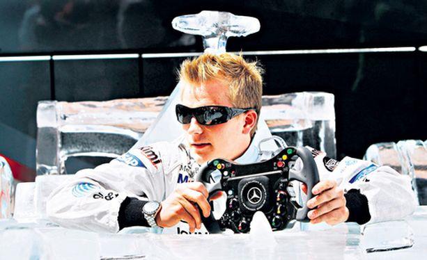 KILPURI Kimi Räikkönen tarvitsee lauantaina luotettavamman auton alleen, jotta aika-ajo sujuu suunnitellusti. Jäisellä kilpurilla radalle jää vain märkä läntti.