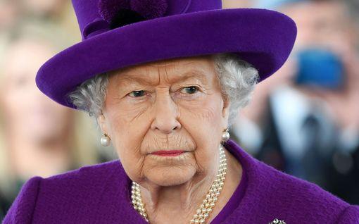 Kriisikokous päättyi - kuningatar Elisabet kommentoi Harryn ja Meghanin lähtöä