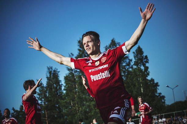 Viisivuotiaana jalkapalloilun aloittanut Aleksi Nurminen pelasi FC Jazzissa yli 20 vuotta.