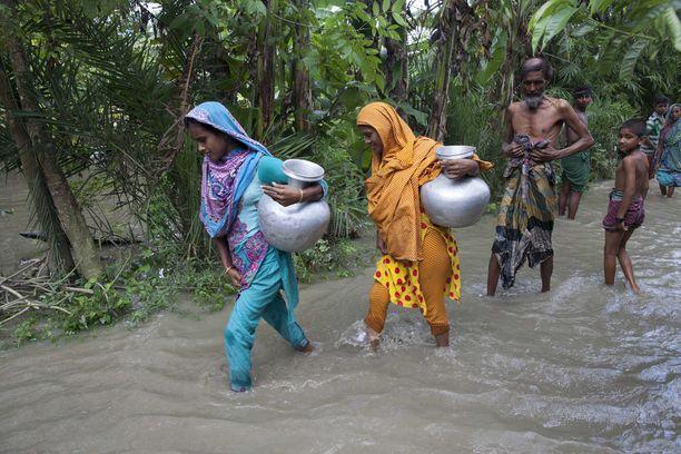 Jatkuvat sateet ovat haitanneet avustuksia ja osalla alueista ihmiset kärsivät vakavasta ruuan ja puhtaan veden puutteesta.