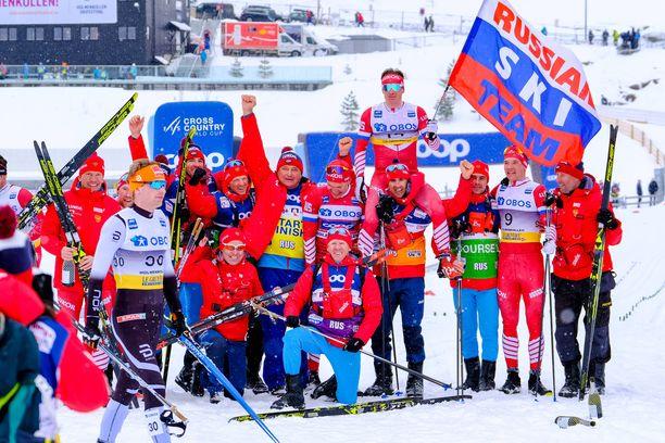 Venäjän mieshiihtäjillä on ollut lupa tuulettaa viime vuosina. Kuva viime kaudelta Oslon 50 kilometrin maailmancupin kisan jälkeen, kun itänaapuriin meni neljä ensimmäistä sijaa.