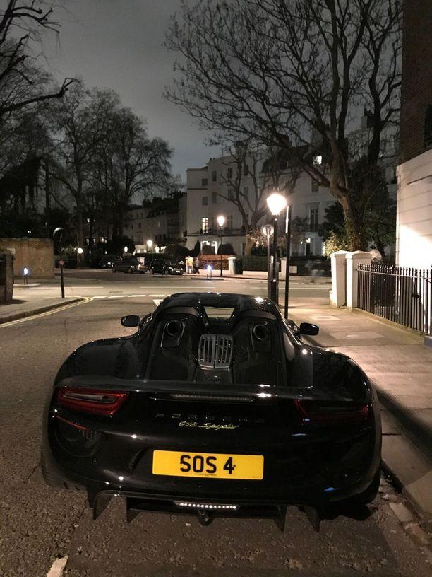 Porsche 918 Spyder kääntää päät Lontoossakin.