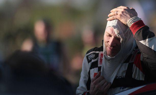 Jari-Matti Latvalan lupaavasti alkanut meno tyssäsi jo kolmannella erikoiskokeella. Latvala keskeytti myös edellisessä MM-osakilpailussa Korsikalla.