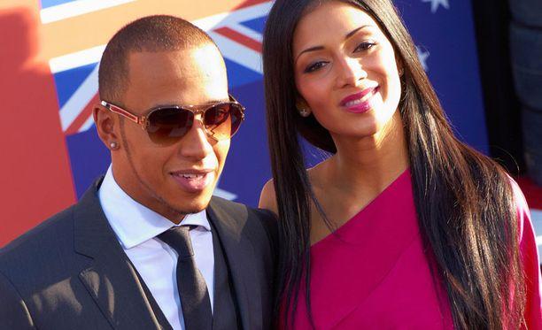 Vielä kesällä Lewis Hamilton ja Nicole Scherzinger edustivat onnellisen oloisina yhdessä.