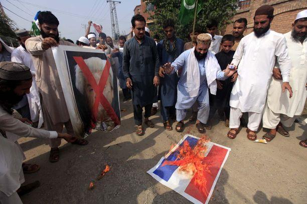 Geert Wildersin kuvia ja Hollannin lippuja poltettiin elokuun 17. päivänä Pakistanin Peshawarissa.