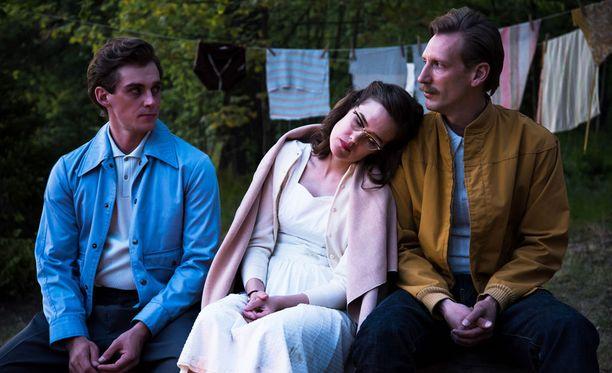 Dome Karukosken ohjaama Tom of Finland -elokuva voitti arvostetun kriitikkopalkinnon Göteborgin elokuvafestivaaleilla. Elokuvan pääosissa nähdään Lauri Tilkanen, Jessica Grabowsky ja Pekka Strang.