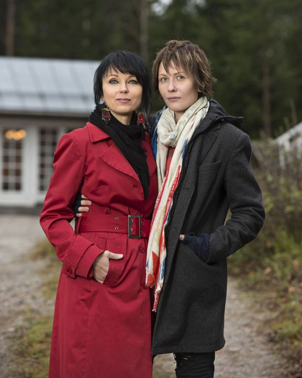Katariina Souri ja Eliya Zweygberg kotipihassaan vuonna 2016.