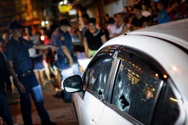Tuntemattomat moottoripyörällä liikkuneet asemiehet ampuivat kiinalaismiehen autoonsa lauantaina.