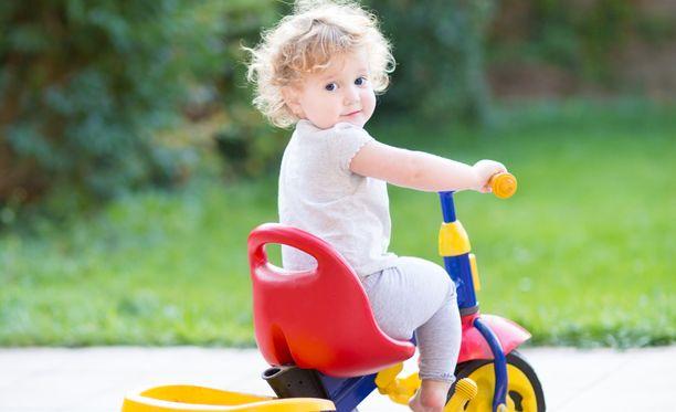 Pienellekin lapselle voi antaa ikätasoisesti vapautta ja vaihtoehtoja.