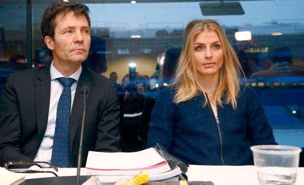 Johaug ja asianajaja Christian B. Hjort dopingkuulemisessa Ullevaalin stadionilla tammikuun lopussa.