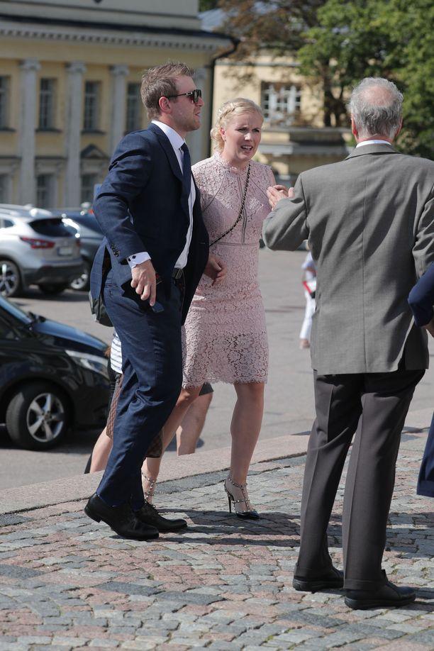 Jääkiekkoilija Leo Komarov ja Juulia-puoliso lukeutuvat pariskunnan hyviin ystäviin.