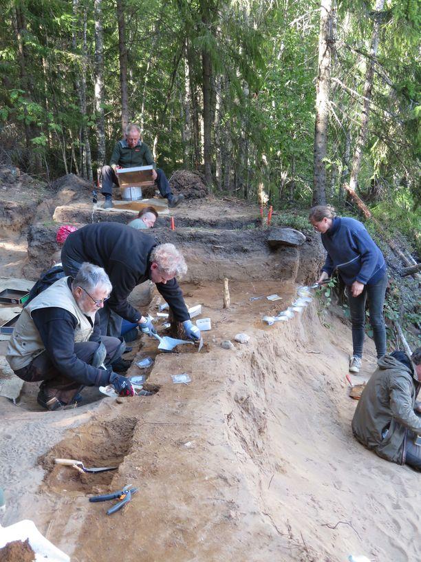Tuhansien vuosien vanhojen arkeologisten löytöjen etsiminen on hidasta hommaa. Alueella on kaivettu kolmetoista vuotta.