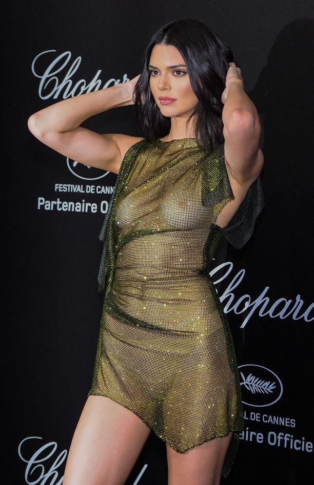 Enemp alasti ei punaisella matolla voisi olla Kendall