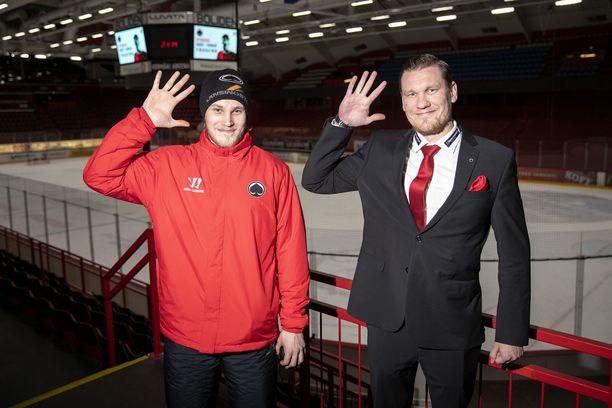 Jaakko Ruusunen markkinointipäällikkö ja pelaaja Jouka Juhola esittelevät oman tervehdyksensä. Tämä on Harjavaltamoro.