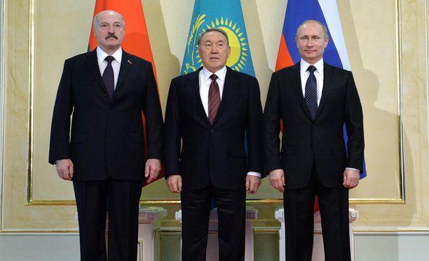 Valko-Venäjän presidentti Aleksandr Lukashenko, Kazakstanin Nursultan Nazarbajev sekä Vladimir Putin tapasivat Astanassa perjantaina.